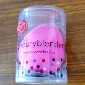 The Original Beauty Blender Sponge Applicator